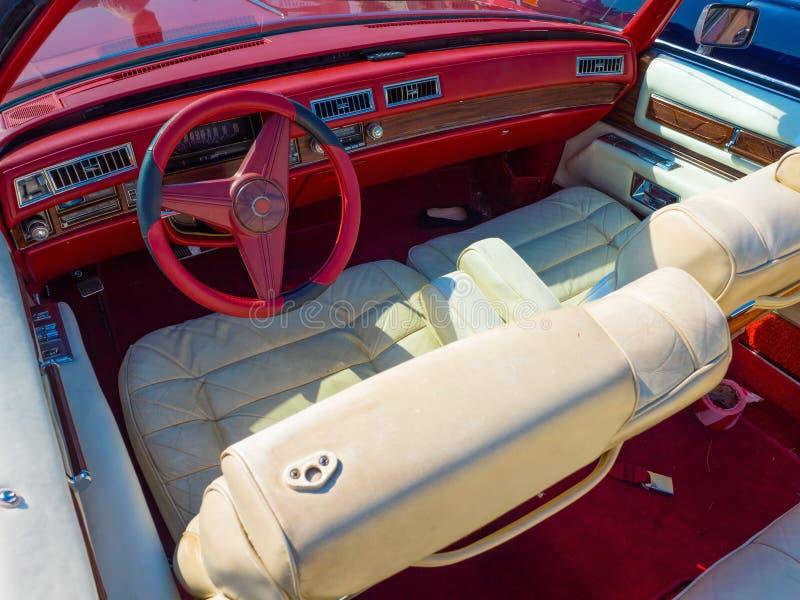 Rétro peinture des véhicules à moteur en métal de technologie images stock