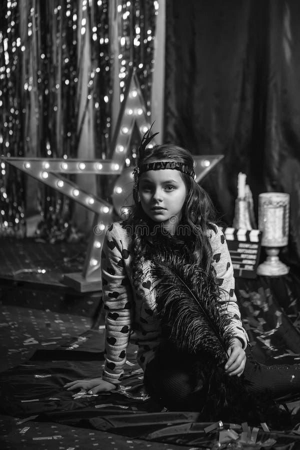 Rétro petite fille mignonne de cabaret image libre de droits