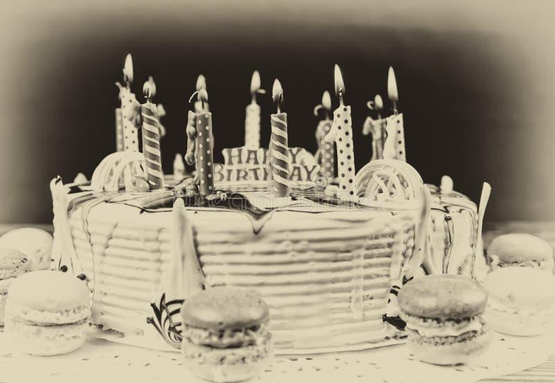 Rétro photo de gâteau d'anniversaire image stock