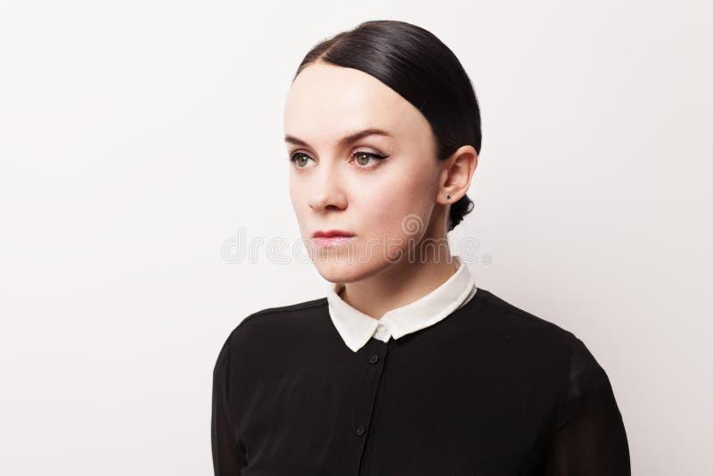 Rétro portrait d'une jeune femme images stock