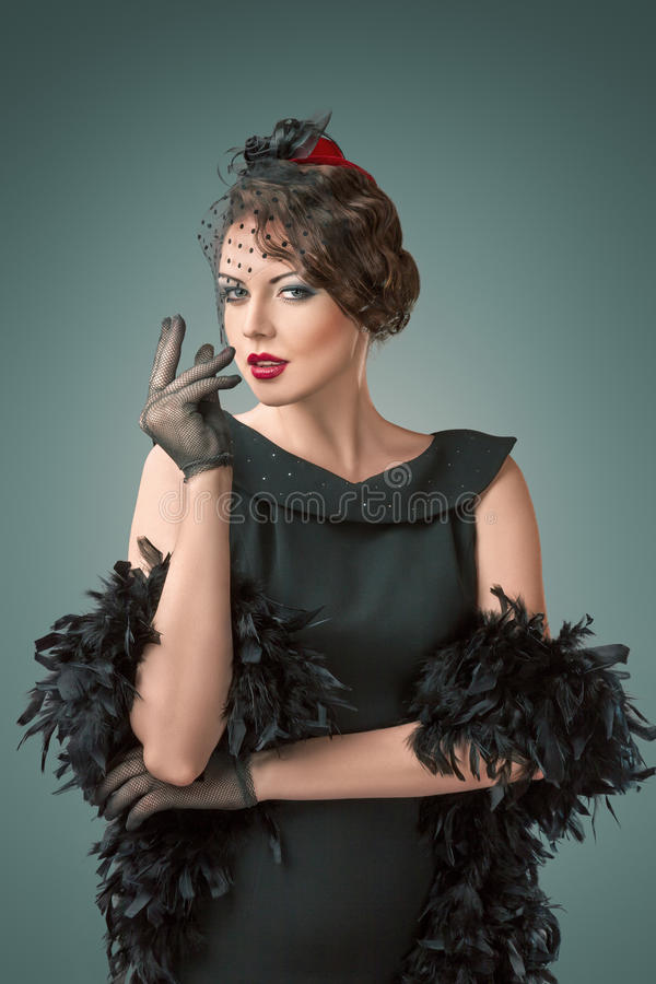 Rétro portrait de style de jeune belle femme images stock