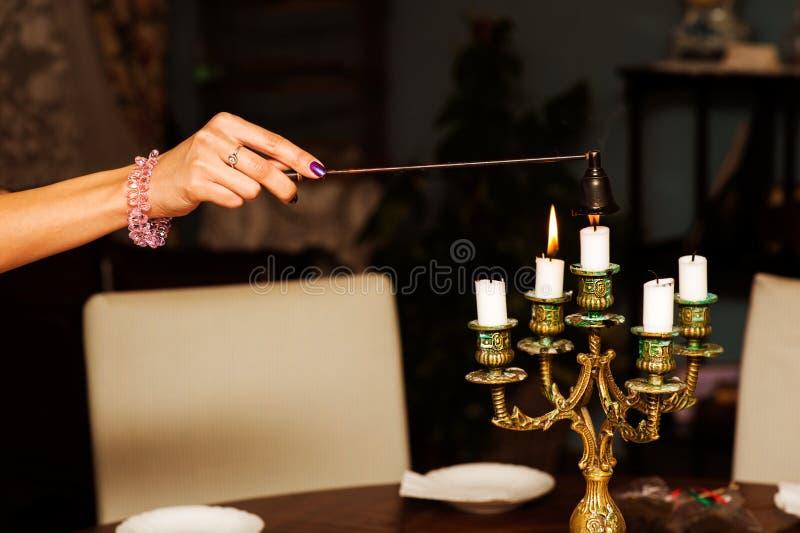 S'éteindre des bougies images stock