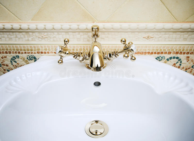 Rétro robinet de salle de bains photos stock