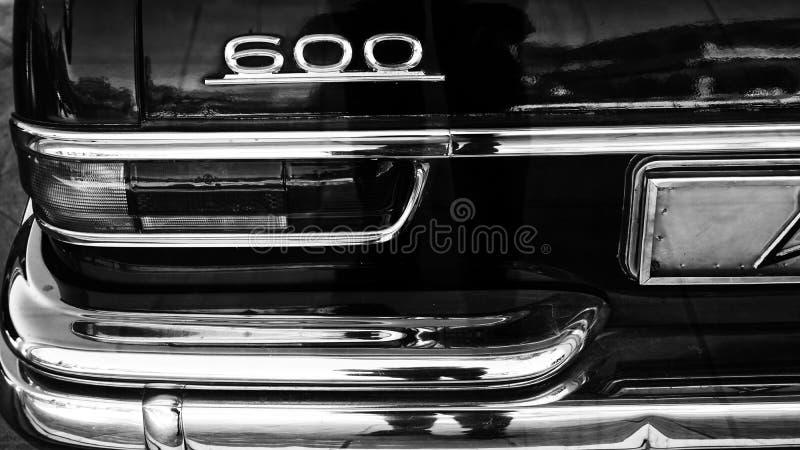 Rétro style de voiture de pièce de transport noir et blanc de phare photographie stock libre de droits