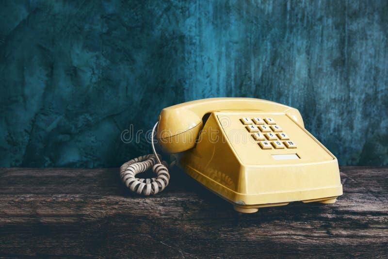 Rétro téléphone de bureau de vintage avec le style de bouton poussoir, vieil article photographie stock