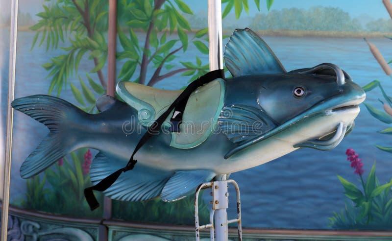 Rétro tour de vieille école de tour de poisson-chat de carrousel pour des enfants à la promenade de rive de Detroit illustration de vecteur