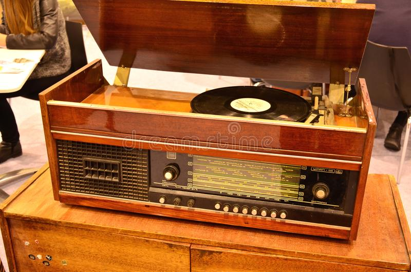 Rétro tourne-disque fabriqué en URSS images stock