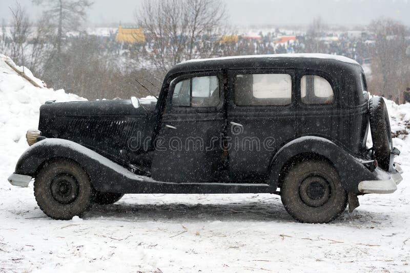 Rétro voiture noire, vue de côté photographie stock libre de droits