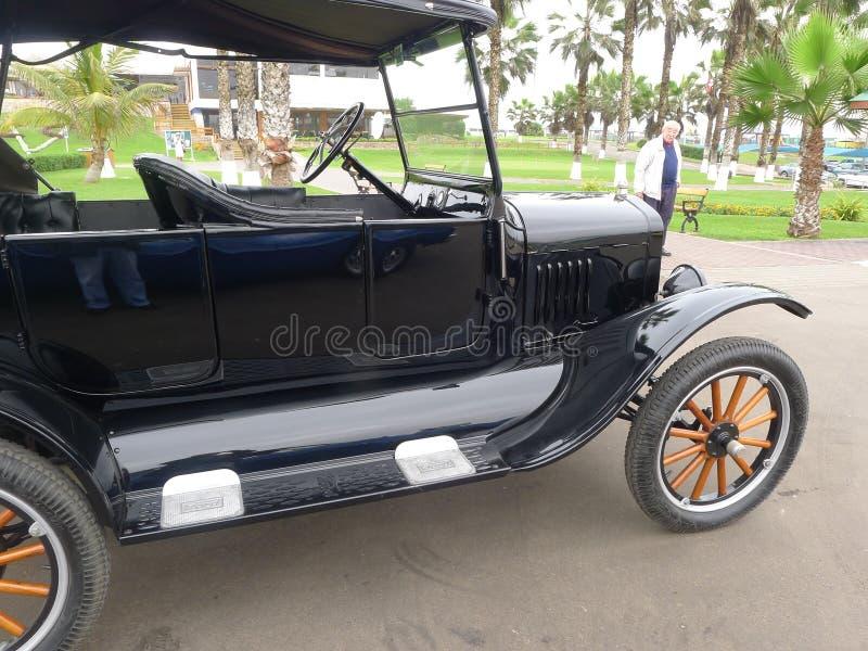 Rétro vue de style de Ford noir T à Lima photos libres de droits