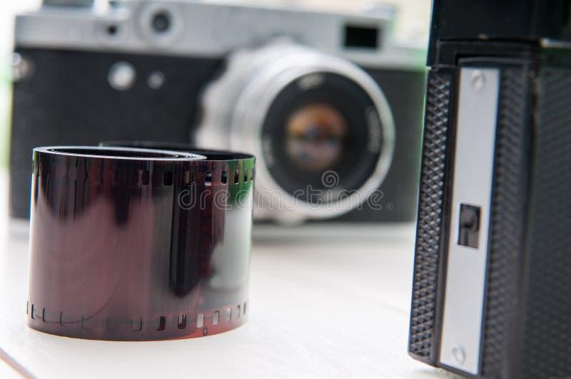 Rétros appareils-photo et film image libre de droits