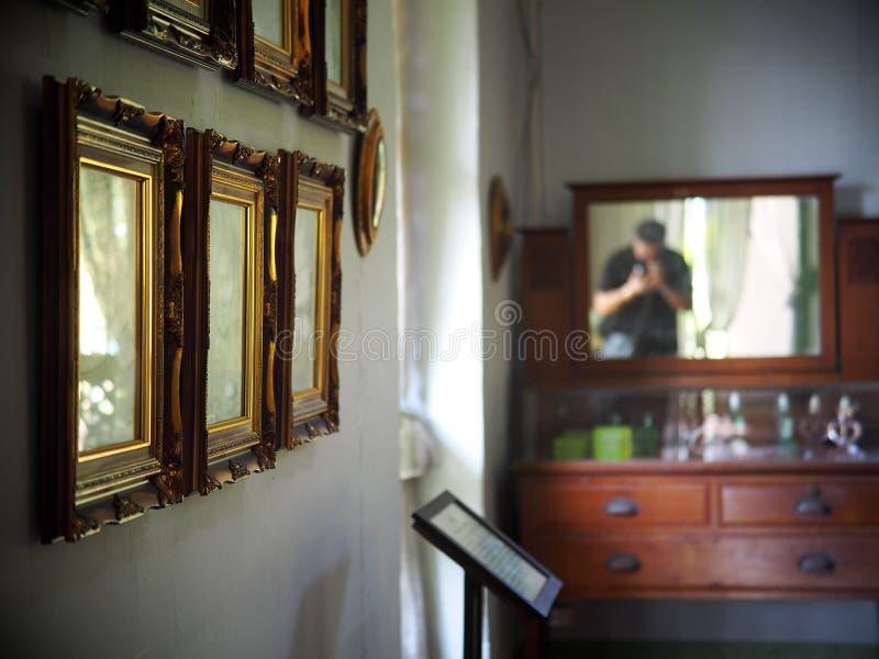 Rétros meubles de vieux vintage d'intérieur photographie stock