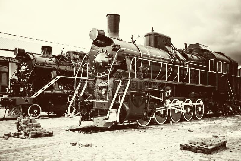 Rétros vieilles locomotives de train photographie stock libre de droits