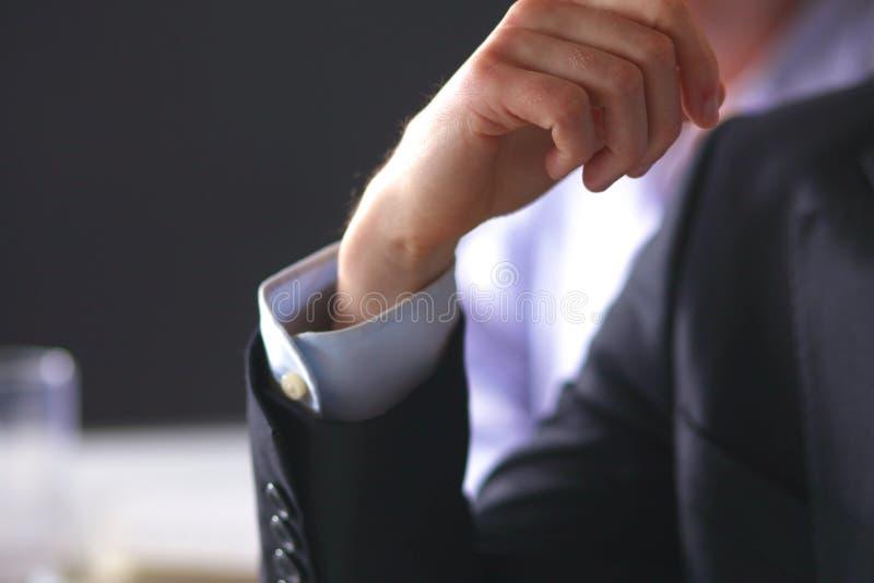 Réunion d'affaires à la conclusion se serrante la main de table du contrat photo stock
