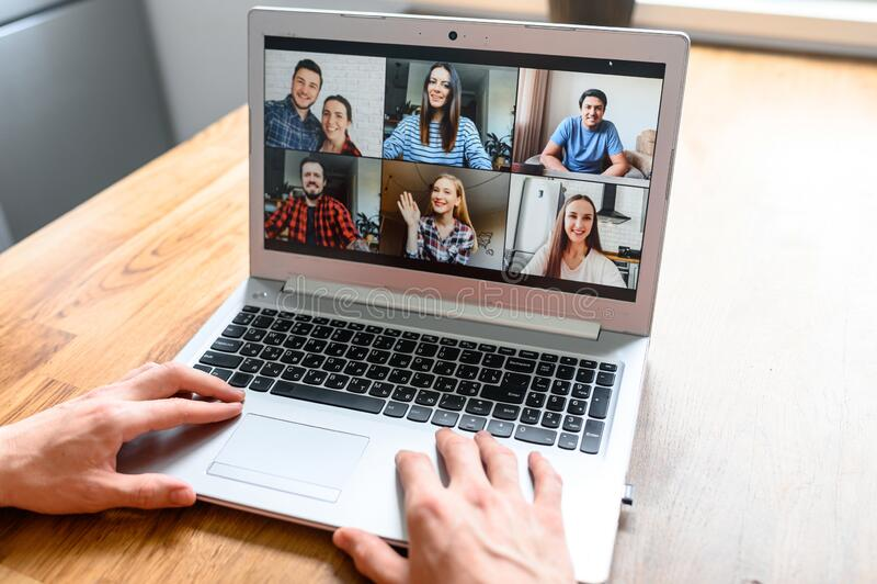 Réunion vidéo sur l'écran de l'ordinateur portable, application de zoom photographie stock