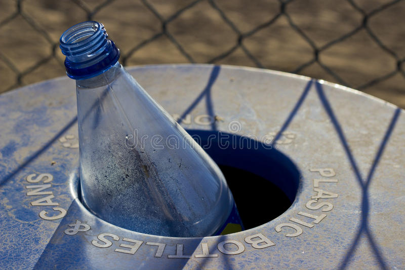 Réutilisation en plastique de bouteille photo stock