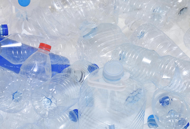 Réutilisation en plastique de bouteille d'eau photo libre de droits