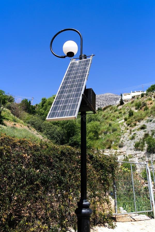 Réverbère à énergie solaire photo libre de droits