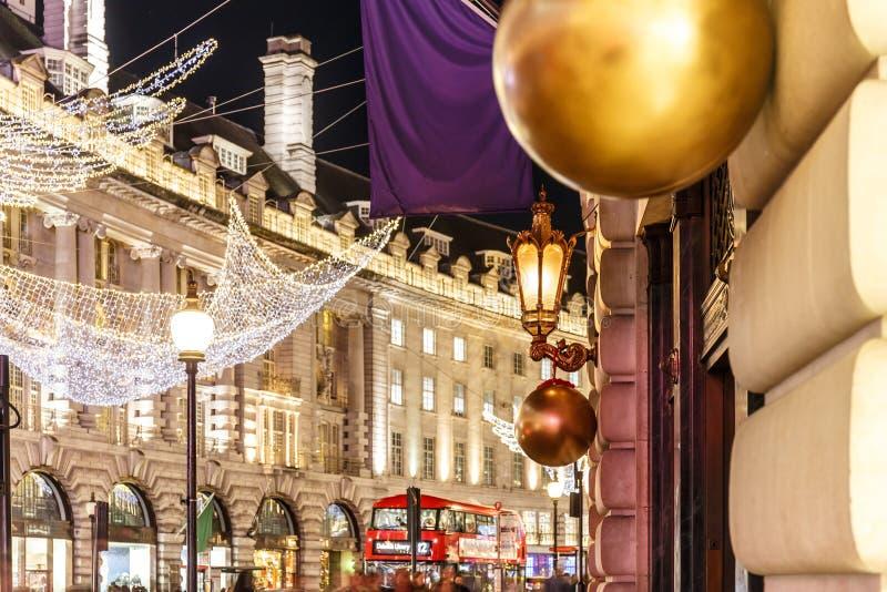 Réverbère décoré de Noël, Londres images libres de droits