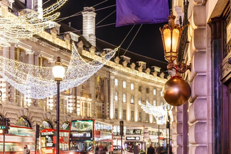 Réverbère décoré de Noël, Londres photographie stock