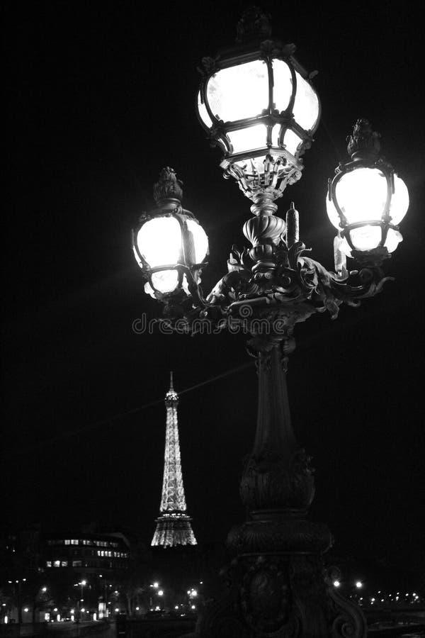 Réverbère de Paris avec la tour images libres de droits