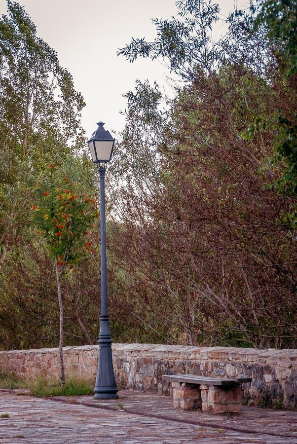 Réverbère en San Salvador de Cantamuda Palencia photographie stock