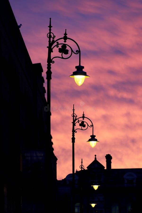 Réverbères au coucher du soleil photographie stock