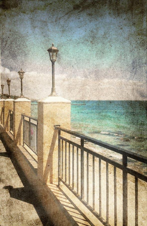 Réverbères sur la promenade de mer image libre de droits