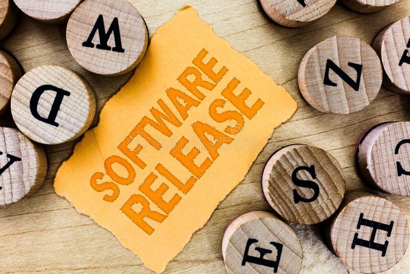 Révision de logiciel des textes d'écriture Concept signifiant la somme d'étapes du développement et de la maturité pour le progra photos libres de droits
