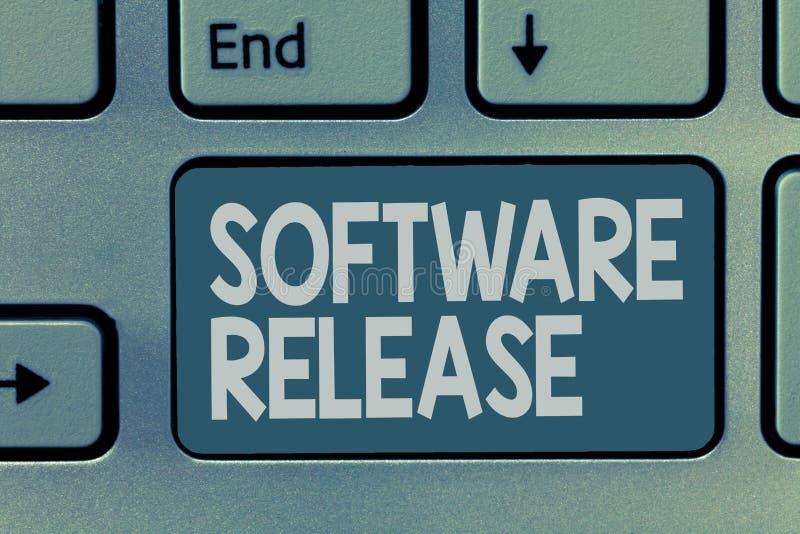 Révision de logiciel des textes d'écriture de Word Concept d'affaires pour la somme d'étapes du développement et maturité pour le photo stock