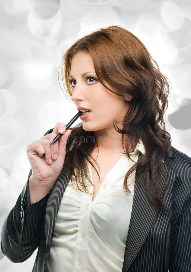 Rêver attrayant de femme d'affaires images stock