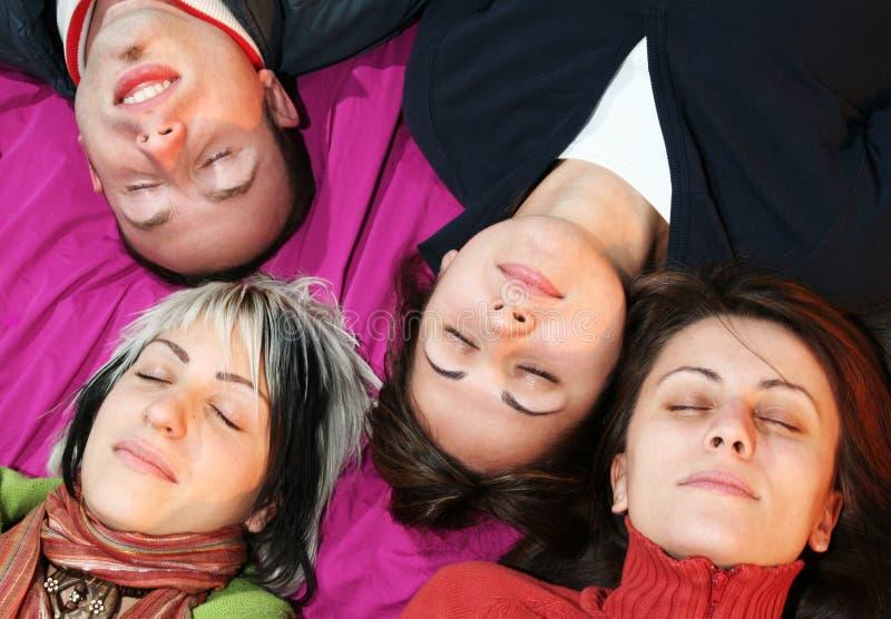 Rêver des amis photo libre de droits