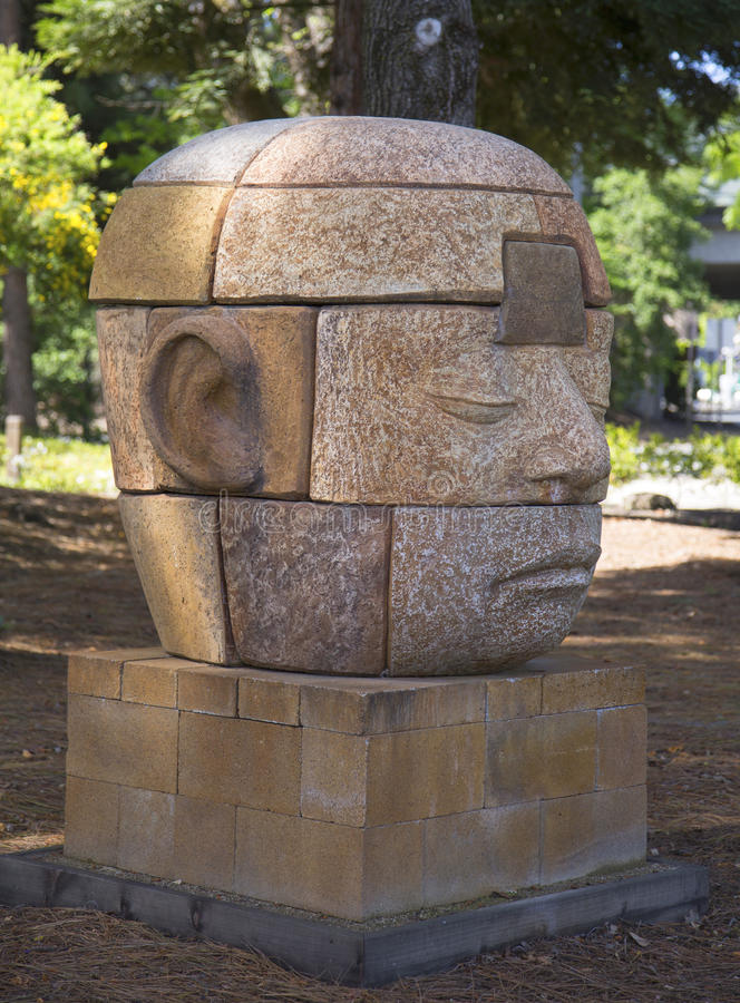 Rêveur rêvant dans huit parts par l'artiste Clayton Thiel à la promenade publique d'art dans la ville de Yountville, la Californie images libres de droits