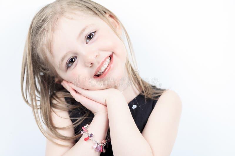Ría a una niña del tiroteo del estudio imagenes de archivo