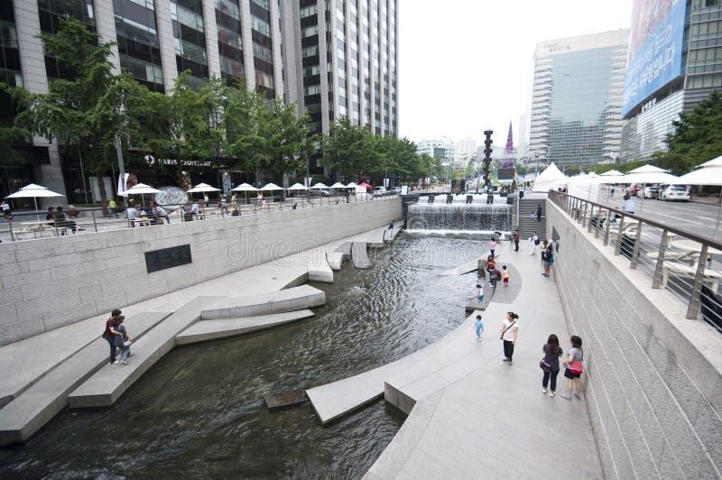 Río artificial de Seul - de Cheonggyecheo fotografía de archivo