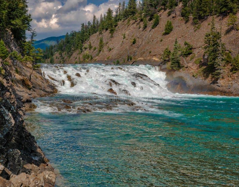 Río Banff, montañas rocosas canadienses del arco imagen de archivo libre de regalías