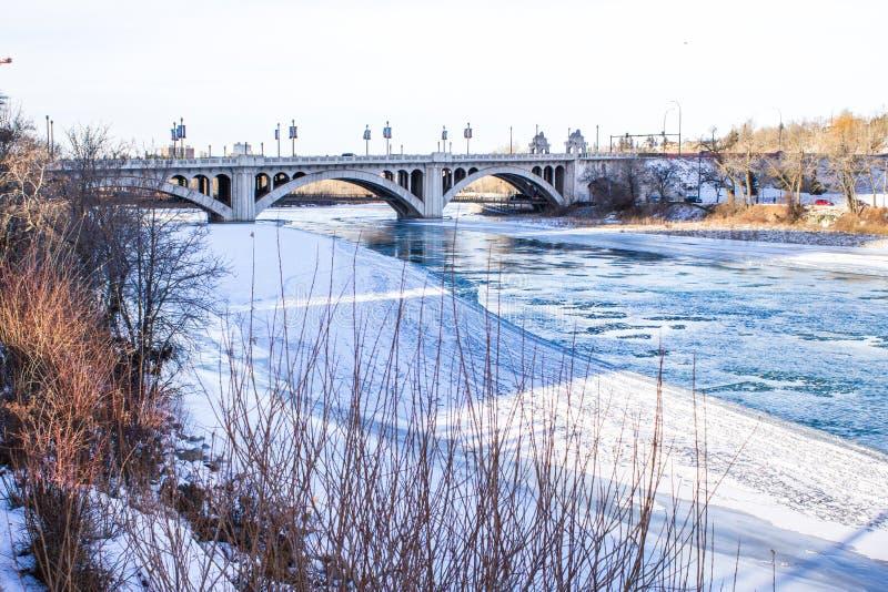 Río Calgary del arco imagenes de archivo
