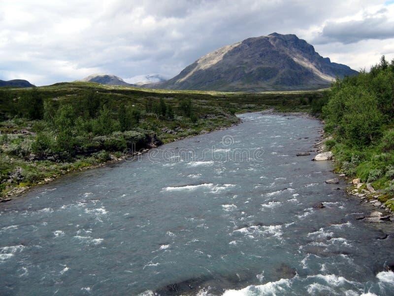 Río cerca de Abisko, Suecia imágenes de archivo libres de regalías