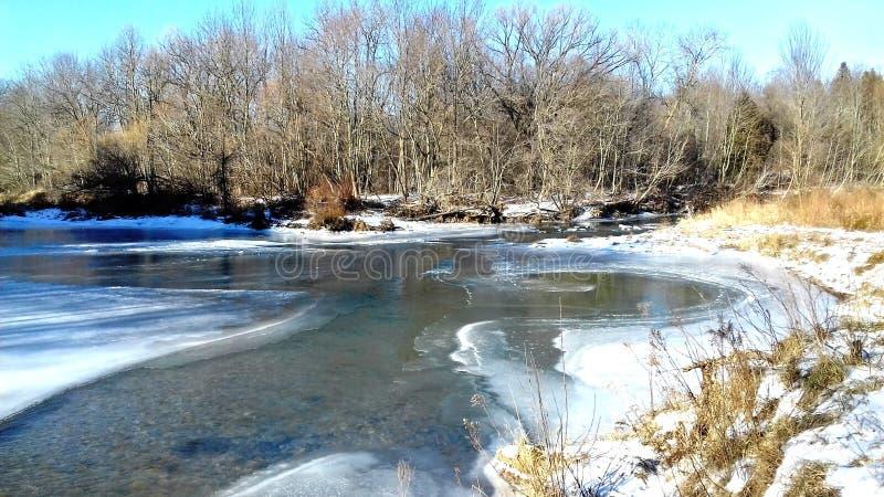 Río congelado fotos de archivo libres de regalías