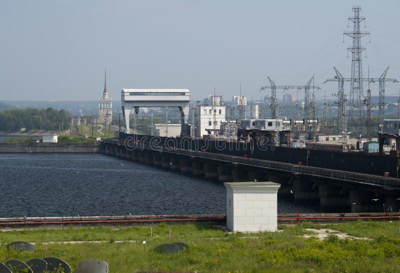 Río de acumulación por bombeo hidroeléctrico imagenes de archivo