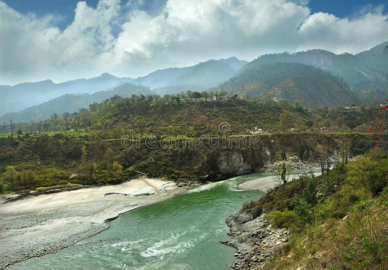Río de Alaknanda de la montaña fotografía de archivo