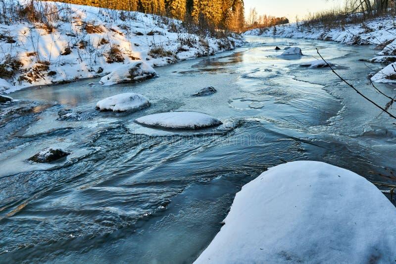 Río de congelación imágenes de archivo libres de regalías
