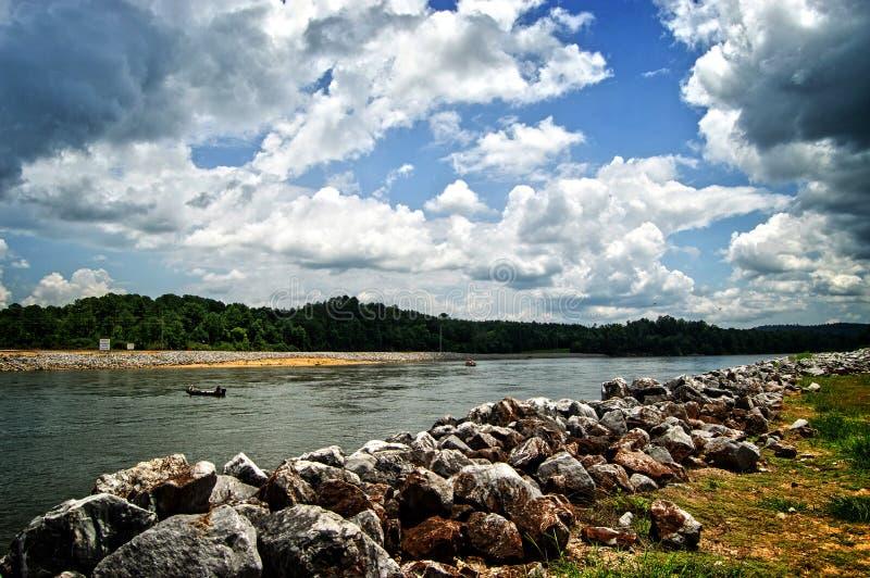 Río de Coosa cerca Neely de Henry Dam imágenes de archivo libres de regalías