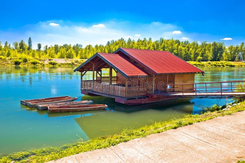 Río de Drava que flota la cabina de madera foto de archivo libre de regalías