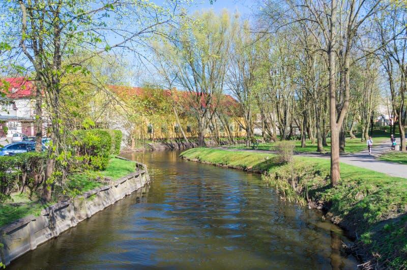 Río de Drweca en Ostroda, Polonia imagen de archivo libre de regalías