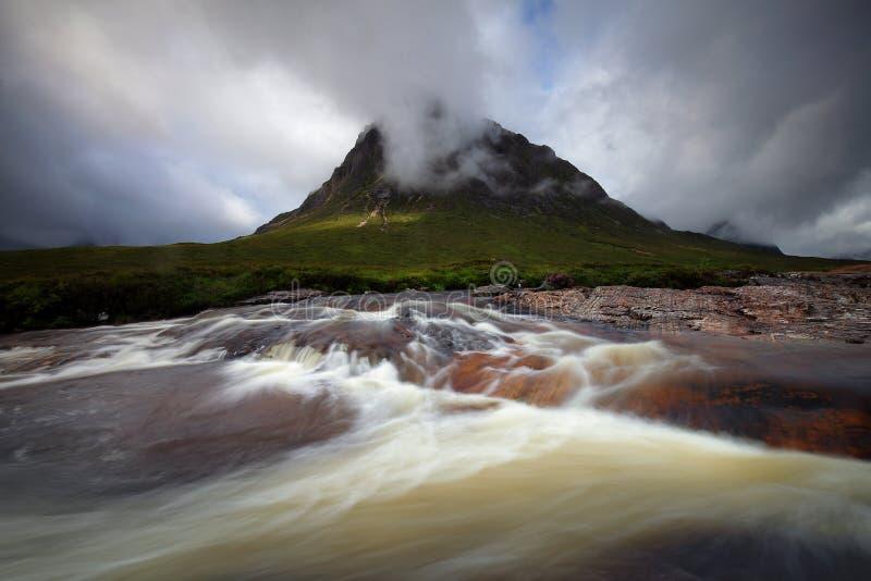 Río de Etive mohr en el valle Escocia, Reino Unido de Glencoe fotos de archivo