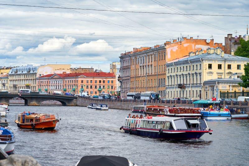 Río de Fontanka St Petersburg, puente de Belinsky, imagen de archivo