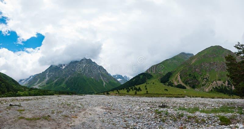 Río de Gara-Auzusu del valle foto de archivo libre de regalías