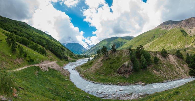 Río de Gara-Auzusu del valle fotos de archivo