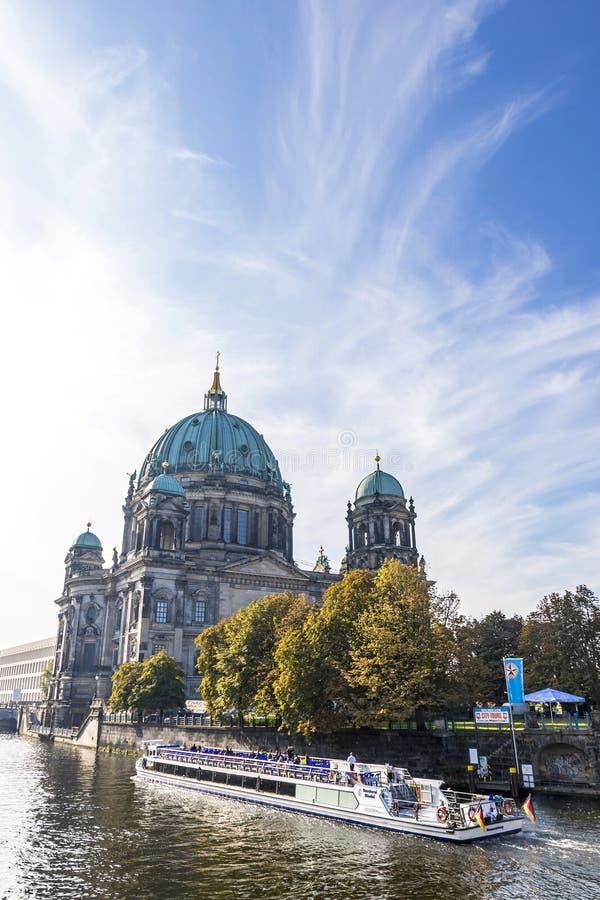 Río de la diversión, isla de museo, Dom del berlinés Berlín, Alemania fotografía de archivo libre de regalías