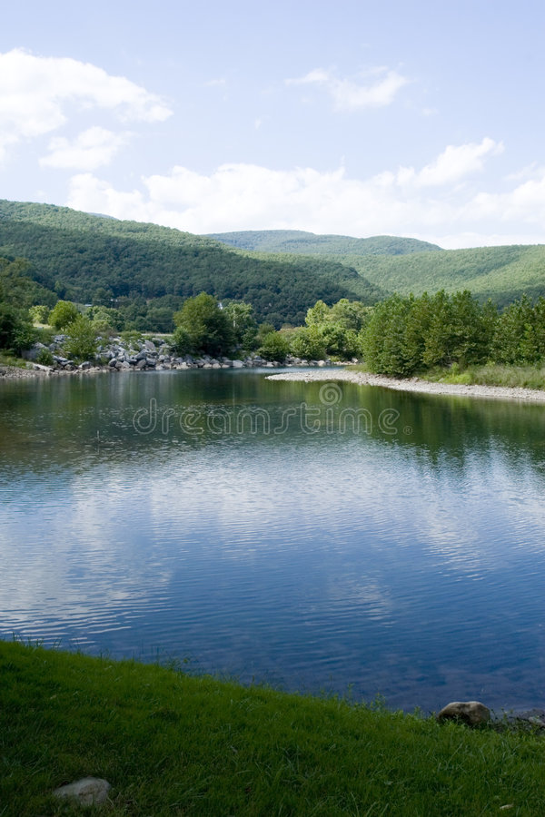 Río de la montaña foto de archivo libre de regalías